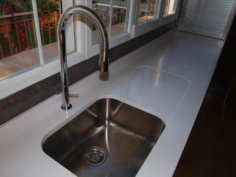 Encimeras de cocina m rmoles y granito la varga for Fregadero con escurridor bajo encimera
